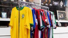 Com mais de 40 camisas do Avaí, Gustavo Kuerten realiza leilão virtual