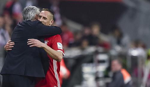 Bundesliga: Darum küsste Carlo Ancelotti Franck Ribery