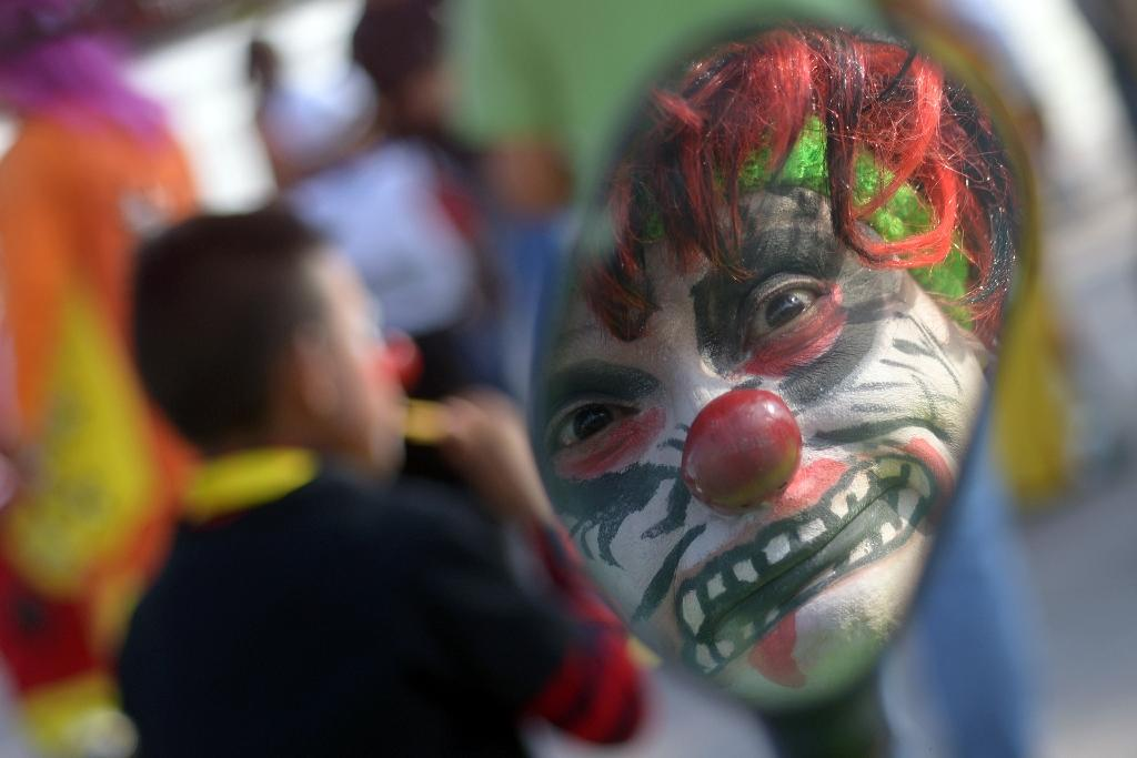 Creepy clown sightings spook America
