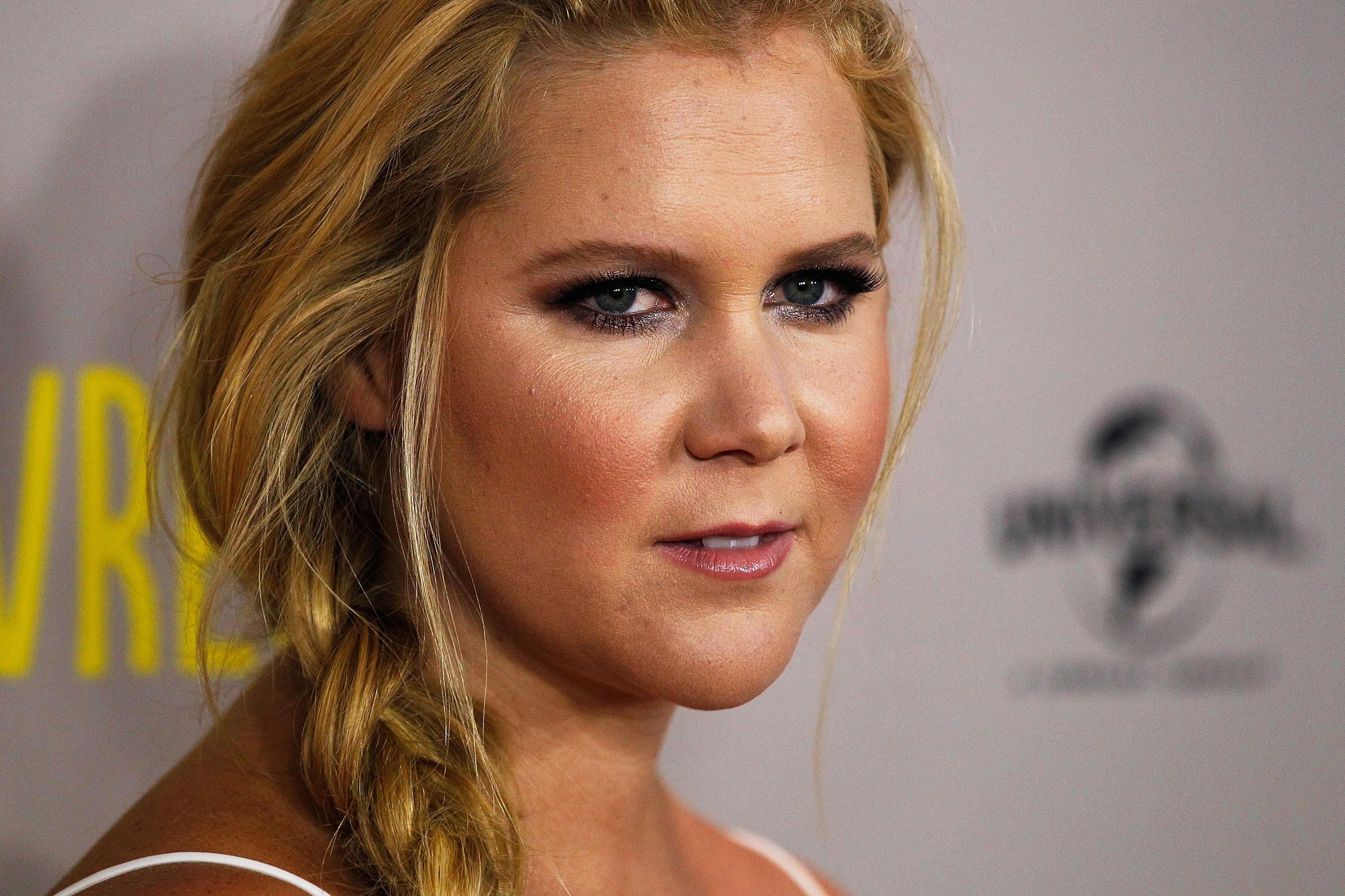 Amy Schumer Fucked amy schumer is blocking women on twitter for calling her out