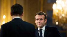 Emmanuel Macron : cette petite habitude qu'il n'a pas perdue depuis qu'il est président