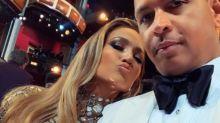 Jennifer Lopez é pedida em casamento e exibe anel de noivado de R$3,8 milhões
