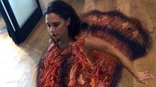 Victoria Beckham se viste de pavo