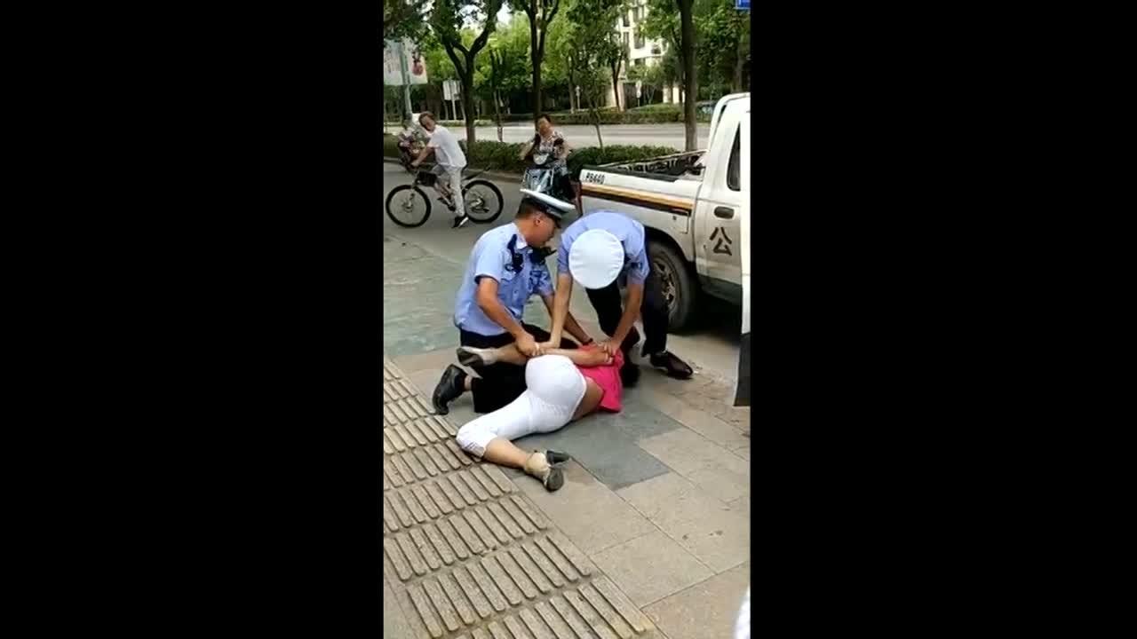 Male motorbike cop accused of groping womans breasts