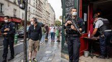 Dans les bars et restaurants de Paris, la police contrôle le respect du port du masque et des gestes barrière
