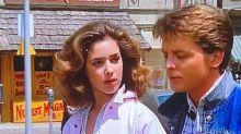 """""""Volver al futuro"""": cómo luce Claudia Wells, la novia de Marty McFly en el primer film"""