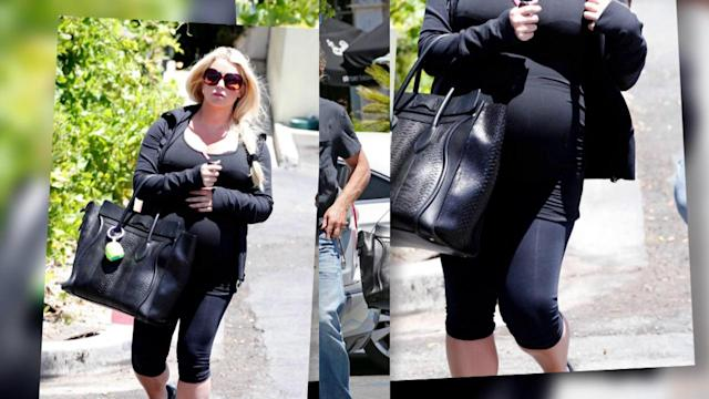 Jessica Simpson Wears Spandex Over Her Growing Baby Bump