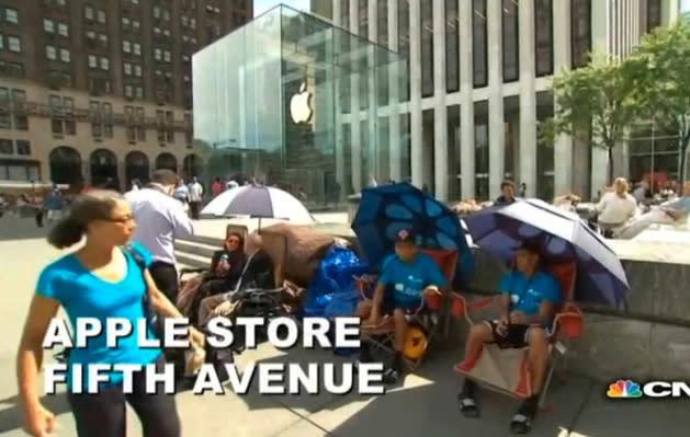 Profis am Werk: Schlange fürs iPhone 6 steht schon (Video)