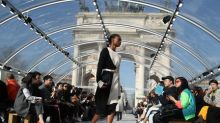 Novo criador da Bottega Veneta mistura moderno e clássico em desfile em Milão