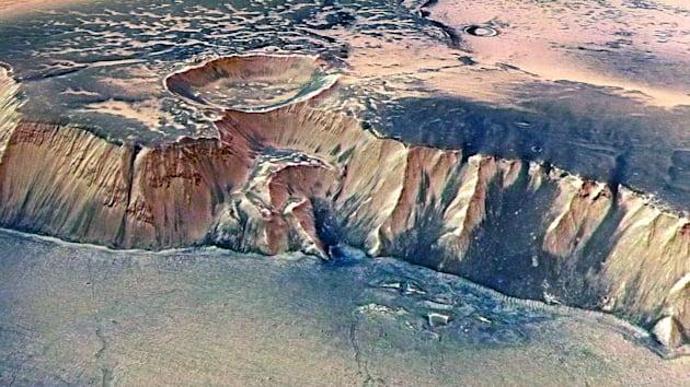 Ancient mega-tsunamis hint at cold Martian oceans