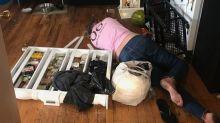 Após bebedeira, empregada destrói casa de patroa e é encontrada desmaiada