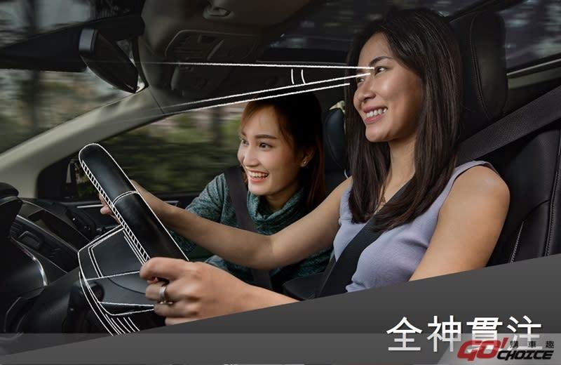 近年來有越來越多的車禍事故歸咎於分心駕駛,無論是手機來電、孩子的哭鬧、睡眠不足、吃東西或在車上化妝,都可能讓你隨時身處險境。