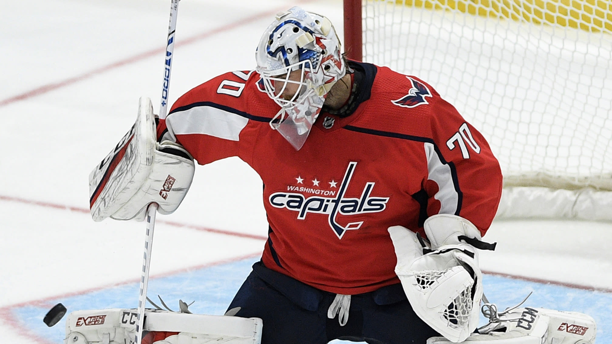 Braden Holtby Takes Nhl Lead With 11th Win
