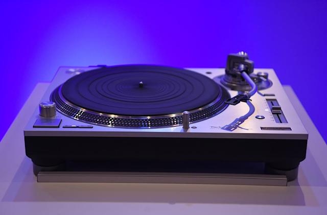 Technics' pricey SL-1200G turntable goes on sale this month