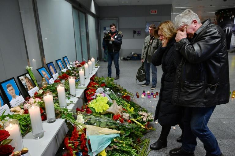 An impromptu memorial for the dead was set up at Boryspil airport outside Kiev where the Ukraine International Arlines flight had been scheduled to land on Wednesday (AFP Photo/Sergei SUPINSKY)