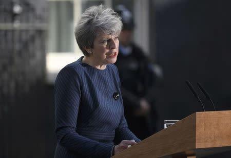 La primera ministra británica May convoca elecciones para el 8 de junio