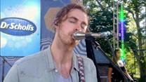 Hozier Performs Smash Hit 'Take Me to Church'