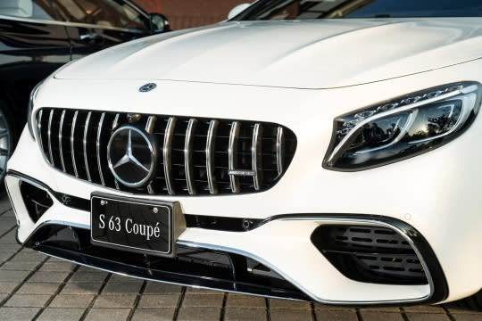 Mercedes-AMG S 63 4MATIC+ Coupé身為全新S-Class Coupe 的頂級性能代表,從外觀就能見識不凡。
