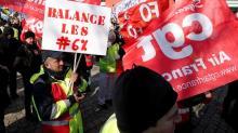 La grève s'érode lentement à la SNCF et à Air France