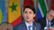"""Trudeau dice que Canadá está en una """"encrucijada"""" por el crecimiento de la COVID-19"""