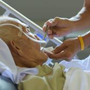 《長壽地獄》:只是想好好死,有這麼難嗎?「荷蘭安樂死實錄」教會我的「幸福死」