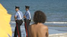 Catania, ruba in spiaggia ma è nel Lido dei Carabinieri: arrestato