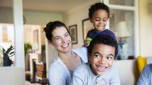 Mãe deixa os filhos faltarem na aula para terem 'dias de saúde mental' em casa