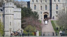 El funeral del duque de Edimburgo escenifica el acercamiento entre los príncipes Guillermo y Enrique