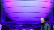 Musk y Bezos firman un contrato con la NASA para producir alunizadores