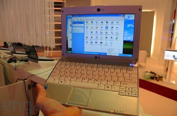Hands-on with LG's X110 netbook: HSDPA, GPS and a price to match