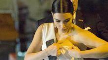 Las curvas de Kim Kardashian ponen a prueba su ajustadísimo vestido