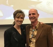Hero Southwest Airlines pilot Tammie Jo Shults praised after landing distressed aircraft