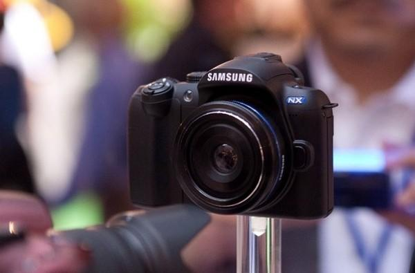 Samsung NX Series camera gets the hands-off treatment