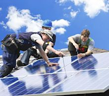 What's in Store for Canadian Solar (CSIQ) in Q1 Earnings?