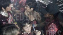 Climão? Bruna Marquezine e Neymar foram flagrados se cumprimentando em camarote no Carnaval