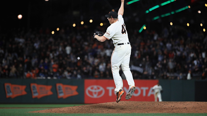 Giants find thrilling way to beat Dodgers and possibly snap out of their funk