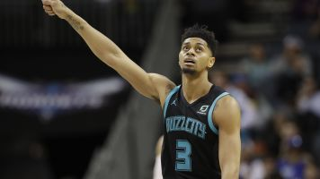 Hornets win on insane half-court buzzer shot