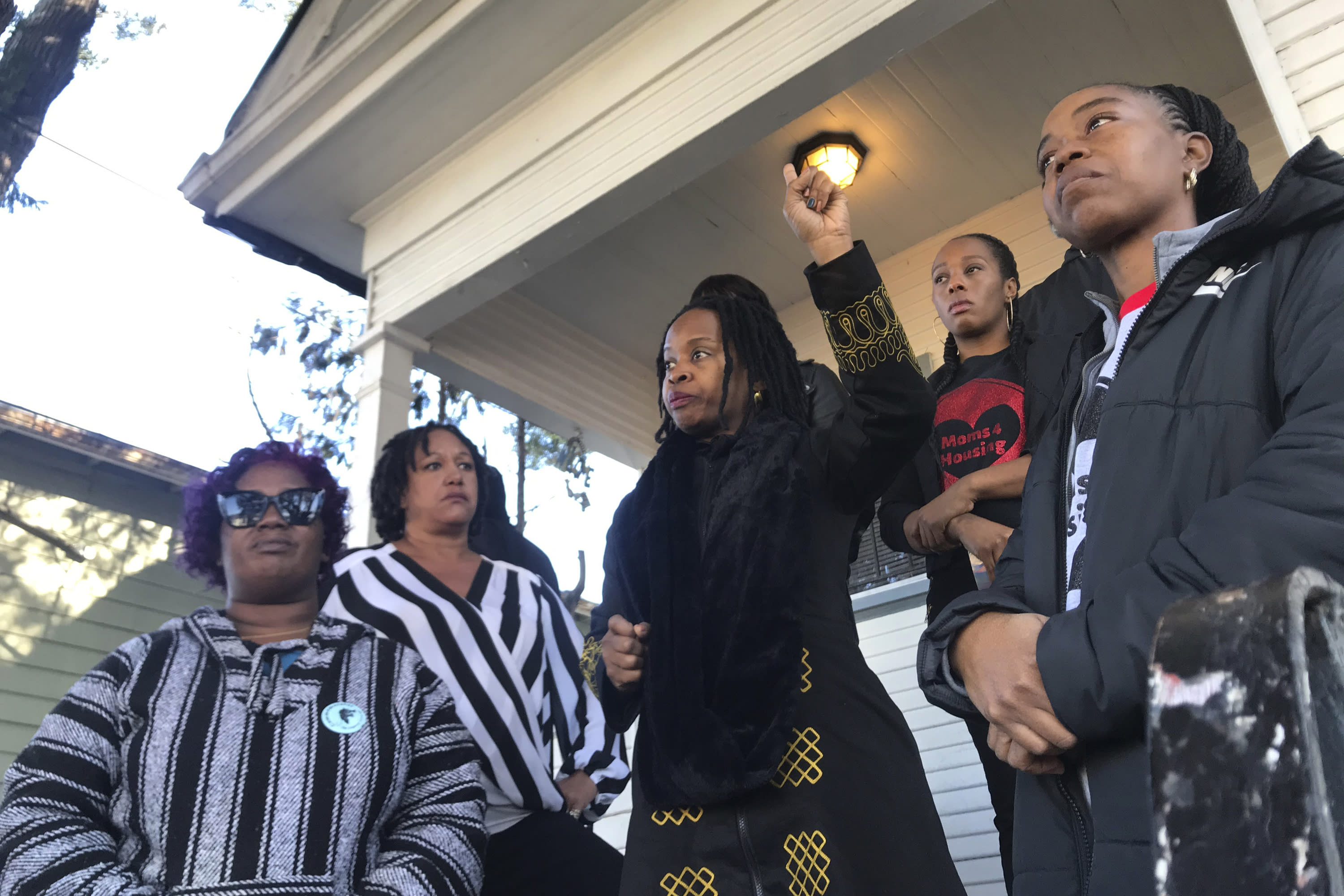 California housing crisis: Oakland moms evicted by deputies