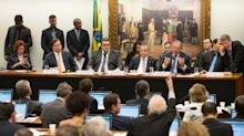 Fence-Sitting Lawmakers Cast Doubt Over Brazil's Flagship Reform