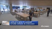 Apple opens new flagship store in Chicago