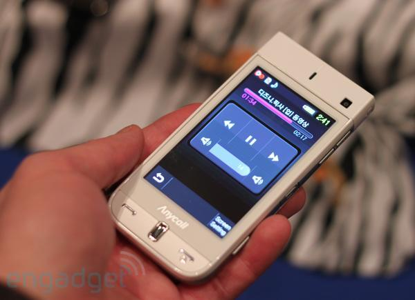 Pico projectors caught in the wild, one on a camcorder, one in Samsung's W9600 cellphone (video)