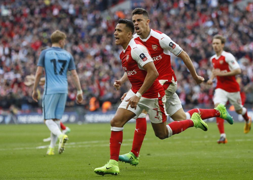 Alexis Sanchez celebrates his goal at Wembley