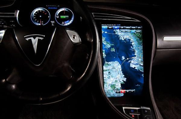 Tesla Model S will support third-party apps and text-to-voice, red lights will never be the same