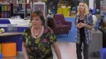 GfVip5: bagarre tra Stefania e Patrizia per una patatina