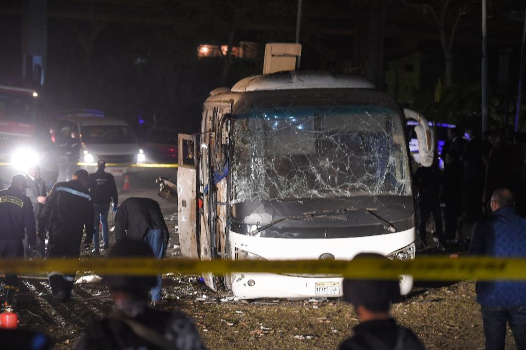 This picture taken on December 28, 2018 shows the scene of an attack on a tourist bus near the Giza Pyramids outside Cairo (AFP Photo/MOHAMED EL-SHAHED )