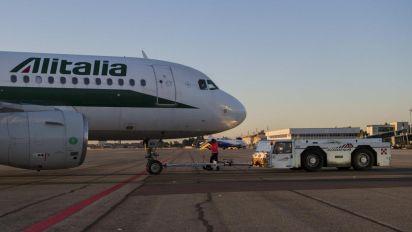"""Alitalia, delrio: """"Lufthansa fa i suoi interessi, pensiamo al turismo"""""""