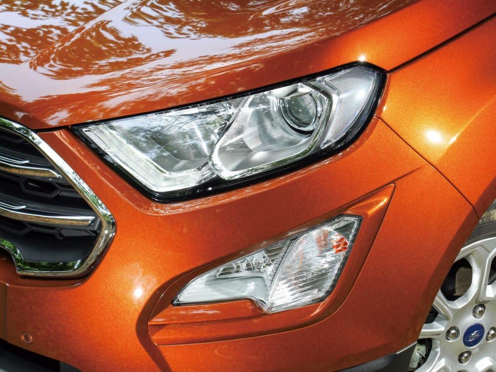 霧燈改置於頭燈下方並換上銳利的三角形,使車頭看起來更霸氣。