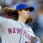 Jacob deGrom helps Mets snap two dubious pitching streaks