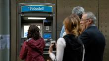 Separatistas catalães retiram dinheiro de bancos para protestar