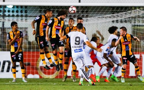 Un The Strongest defensivo cae ante el Santos